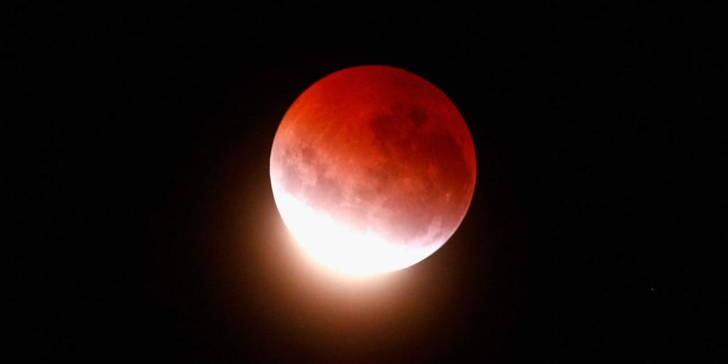 Stunning photos of this morning's blood moon http://t.co/MAubBh4Vza http://t.co/ZboIx7KgNX