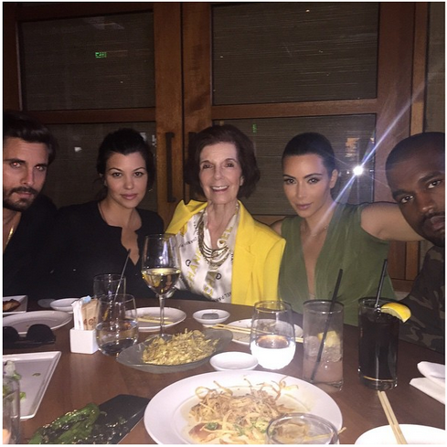 Kim K Spends Easter With Family.. See Family Photo...!! http://t.co/3SMnXBO5YS http://t.co/Y0CjenA6Qd