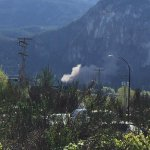 UPDATED: Rockslide at the #Squamish Chief http://t.co/SeM7zCMP9U (pic via @peterharveyfilm ) http://t.co/nGCR9cU0km