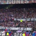 #OLASSE : la vilaine banderole des supporters lyonnais avec une belle faute d'orthographe (Charriots = chariots). http://t.co/CoyojitFTn
