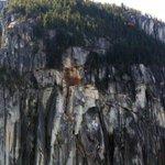 Emergency responders searching rubble after rock slide on Stawamus Chief http://t.co/CLK0faysOr http://t.co/nWPimM6Vr7
