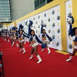 And we have The Dallas Cowboy cheerleaders dancing to Big & Rich on the @ACMawards red carpet. #ACMAwards50 http://t.co/pE6cmkJUqZ