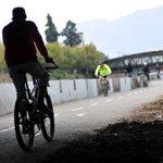 """[Fotos] Así se vive el segundo día de """"Mapocho pedaleable"""" http://t.co/QUYLqUBcmg http://t.co/HYxyBjYWST"""
