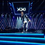 @akaworldwide opens the show with Congratulate! #SAMAXXI is here! http://t.co/DYpEstnO4V