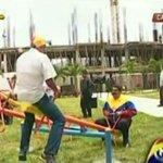 """Delincuencia gobierna mientras Maduro juega al """"subibaja"""" con Jorge (Video) http://t.co/7a5lCI52GW http://t.co/R4aRWyoemI"""