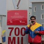 #FOTO: Presidente @NicolasMaduro devela en #Vargas hito de la vivienda 700 mil #19ANacioLaIndependencia #Venezuela http://t.co/lCLNdxvyXI