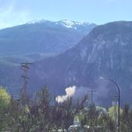 Rockslide off #Squamish #Chief hope everyone is ok! http://t.co/gHEbrAW0tU