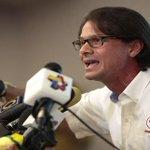 """@RPolicial """"Somos Dos""""Lorenzo Mendoza:""""De Venezuela no me voy porque es mi país y me apasiona"""" http://t.co/9rJueScOsw http://t.co/53dcAzDP8T"""