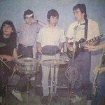 En San Miguel, surgen Los Prisioneros y se funda Colo-Colo. Juntos, jugadores y músicos   #90AñosColoColo http://t.co/H3yyNDcmJu