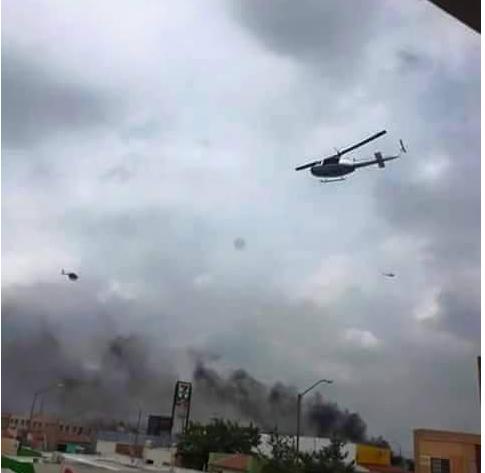 Siguen vehículos ardiendo mientras helicópteros sobrevuelan Reynosa. #Reynosafollow #Mtyfollow http://t.co/oQhKvmJ33y