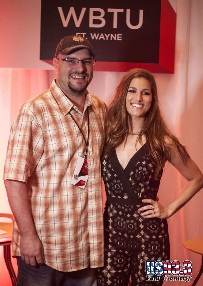 #ACMAwards50 #redcarpetradio #US933 @CassadeePope and @RandyAlomar on the Red Carpet Radio. Interview to come! http://t.co/VngsIVaxhr