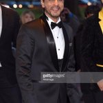 UNLIMITED STYLE- no matter where or what the occasion THE KING SHAH RUKH KHAN @iamsrk @TheAsianAwards #AsianAwards http://t.co/jkFRasxfRi