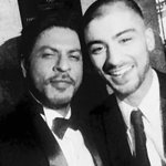 """@iamsrk: This kid is so cool. May Allah bless him. Dinner time at the Asian Awards. http://t.co/UFdy8NuOjU"" my two idols together😭😭.."
