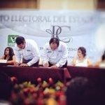 """El """"Pacto de Civilidad"""", lo firmamos los partidos con la sociedad, para mantener la unidad entre los campechanos. http://t.co/4l6Ilk1eQT"""