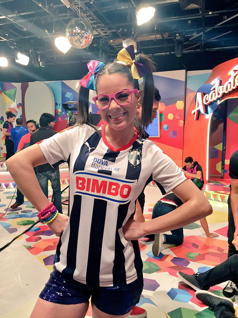 Maruca (@MarucaGalindo): Mañana con tu apoyo gana la Raya... @Rayados ⚽️