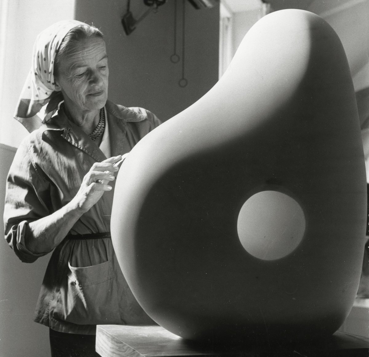 Our new #BarbaraHepworth exhibition opens today, focusing on the last decade of her life http://t.co/92fbgVJA1j http://t.co/BLXVaTrFZI