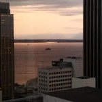 Beautiful view of the water tonight from our room. #Seattle #SoFabUOTR http://t.co/1Jn4uuOtxv
