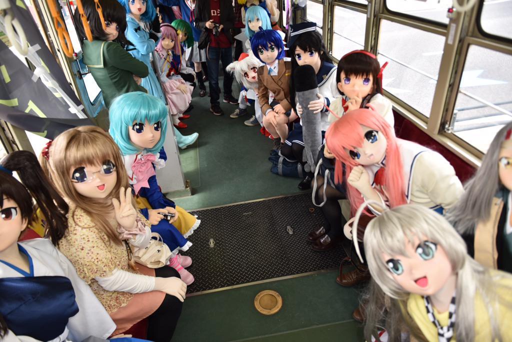 【速報】着ぐるみ電車車内は空前の大賑わいw #ツロシマ http://t.co/i8h92BdkwX