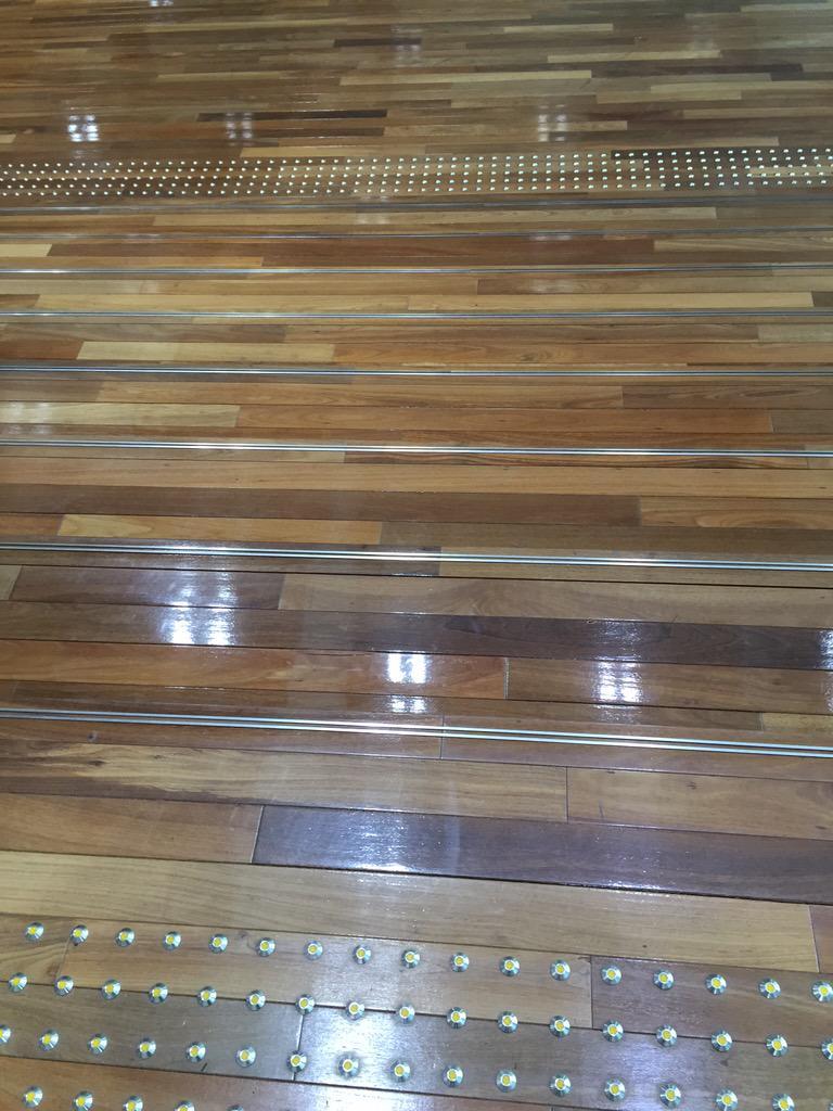 設計士には悪いが蛍光テープ貼りたい。 @ari_fukucho 文京学習センターで面接授業中。このセンターの階段、…、おじさんには段差が分かりにくくて嫌なんだよな。だからいつも別の普通の階段を使っている。#放送大学 http://t.co/b5NNVXVtL6 #OUJ