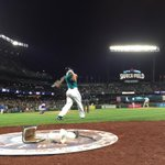 Kyle Seager will lead off the bottom of the ninth for the #Mariners. 3-1 #Rangers http://t.co/ndPnCpmQdT