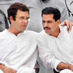 Rahul Gandhi discussing Land Acquisition Bill with poor farmer http://t.co/OjygsvtLCs