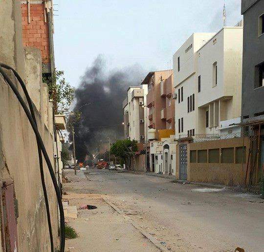 Clashes in Fashloom district in Tripoli and Dawn militias are storming the area. Libya https://t.co/wtCk9OtD0u http://t.co/5TbKGLap8a