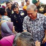 :DYMM Tuanku Sultan bersalam dengan rakyat di Muo. Daulat Tuanku! http://t.co/aV9C75ESKv