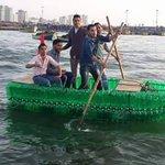 تفاءل أنت في #غزة شباب مبدع صموح لا يمكن أن يقبل باليأس رفيقا قارب من الزجاجات البلاستيكية [صنع في غزة] http://t.co/QBzo6yLd25