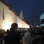 #세월호 유족들은 경복궁앞 광화문에서 또다시 농성에 들어갔습니다.경찰차벽을 뚫고 나온 집회참가자들에게 경찰은 물대포와 최루가스를 살포하고 있습니다.혐의가 입증되지않은 다수에게 최루가스를 살포하는것은 위법입니다 http://t.co/lMIzYJnmv3