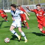 ABPFIFF: Die #U19 holt einen Punkt im Topspiel bei @bayer04fussball. Endstand: 1:1. Tor: Schröter. #schmiede #s04 http://t.co/3BPhb0DK5Q