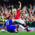An intriguing opening 30 minutes at the Bridge - Man Utd with the pick of the chances so far but Rooney fired wide http://t.co/DVn6SCeYYV