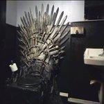 Понятие «тронный зал» приобретает новое значение: для фаната «Игры престолов» сделали туалет в виде Железного трона http://t.co/Y26wwtZ1lz