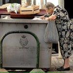 750 € de multa en #MADRID y #SEVILLA por buscar comida en la basura. #MarcaEspaña http://t.co/eRrpI1RbnB