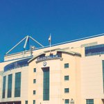 The sun is shining at Stamford Bridge. Just two hours until kick-off! #mufc http://t.co/dDaY9kAlIl