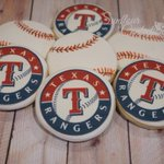 Sweet treat for a lucky dad from his daughter on his birthday. #baseball #cookies #Texas http://t.co/YNUBczAUot