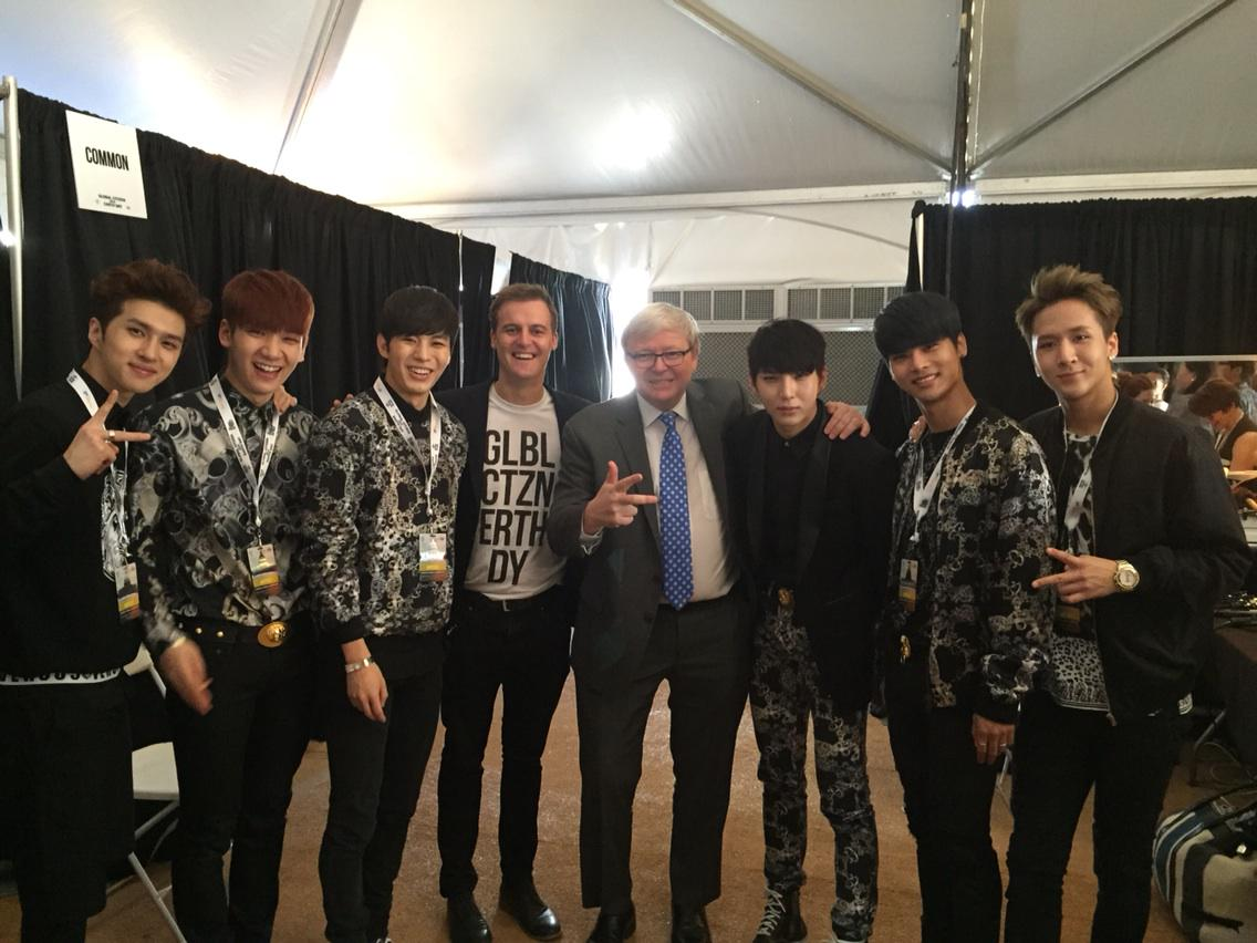 Speaking at Washington Mall with #globalcitizen on climate & poverty. Ran into guys from @realVIXX. KR @AsiaPolicy http://t.co/YzgtqR8pee