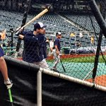 Ryan Braun takes some cuts in BP. Hes batting in the leadoff spot for the first time in his career tonight. http://t.co/okHgos8ghu