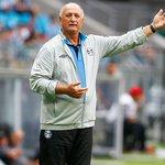 Com uma proposta por mês, Felipão diz que deve ficar no Grêmio por pacto e família.  http://t.co/AOKBIIVwe3 http://t.co/UMf3LZwScc