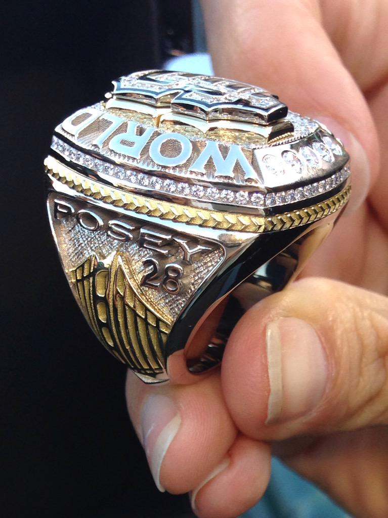 Posey's 2014 #world series ring. #RingCeremony #sfgiants http://t.co/3R9KZlopAc