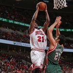 The @chicagobulls take Game 1 over the @Bucks, 103-91 behind 25 points from Butler. Rose goes for 23 pts, 7 asts. http://t.co/vjo9PenoRl