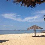Sikon | Suasana Pantai Kilang Mandiri, pagi ini, Foto: Febryne Luciana S #wisatabpp http://t.co/nLrDkS0Xpd