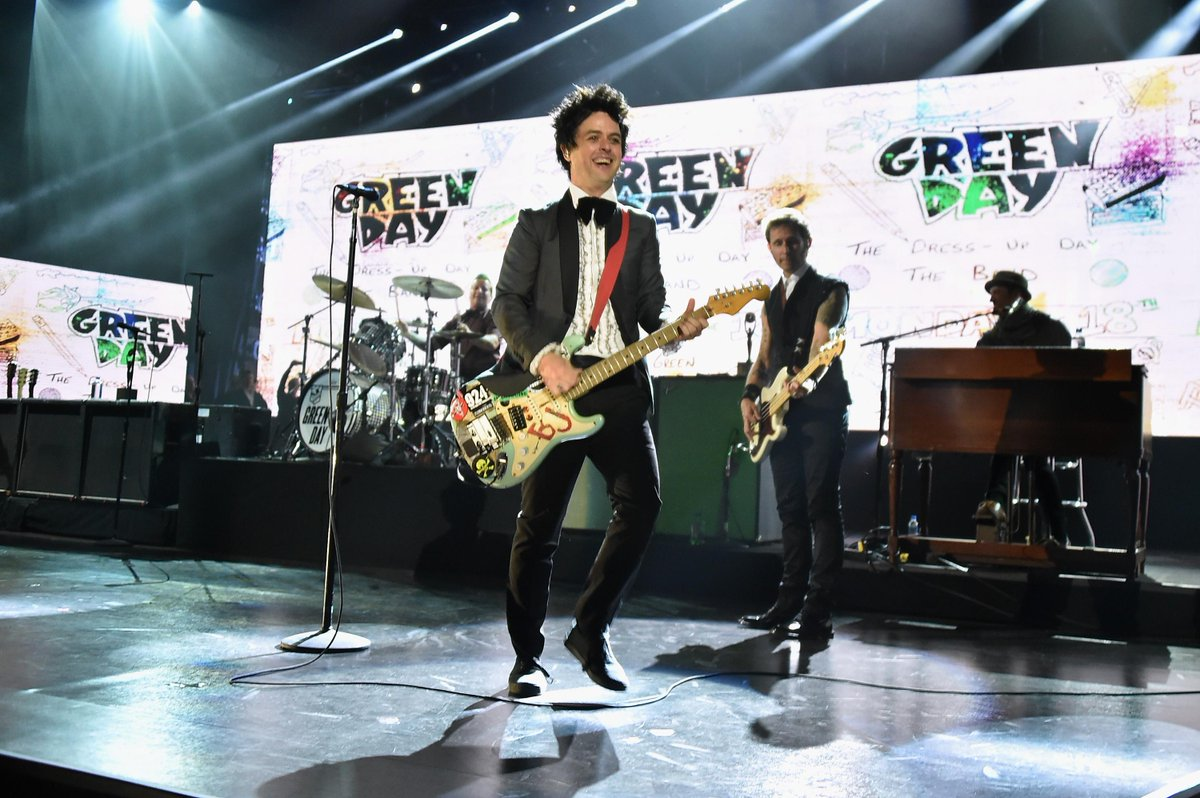 .@GreenDay live at #RockHall2015 Inductions! #WhenIComeAround #BasketCase http://t.co/9N9fabO7sN