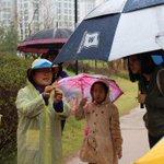 #성남시 일요일에는 격주간으로 가족과함께하는주말탐사반이 있죠? 오늘은 화랑공원에서 있었는데요 비가 제법오는데도 불구하고 가족 14팀, 33명이 참여해주셨네요 @lim100800 @seongnamcity http://t.co/Ag8l3Veleg