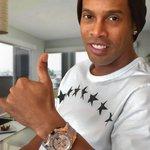 """Ronaldinho: """"Mientras me sienta competitivo, seguiré jugando. Espero que muchos años más"""" http://t.co/Q6n6augZ65"""