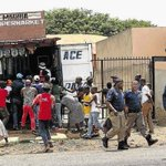 """Pic says a 1000 words.Stealing from a """"Madiba"""" spaza...police walk away.God help us #XenophobiaMustFall @kuliroberts http://t.co/sZf4dDP1eV"""