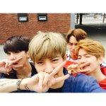 รูปที่ชานยอลอัพลง Instagram เป็นตอนที่ EXO กำลังถ่ายโฆษณาไอศกรีม Baskin Robbins http://t.co/cAx52u3B3I