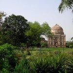 #lustwandeln geht auch in #Indien. Im Lodhi Garden. #Delhi. Bei 40 Grad nur nicht ganz so lustig. http://t.co/O3Ow3VFkMK