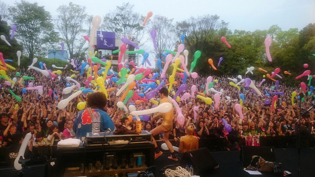 """ガリゲルで勝手に放送""""しますね!@suxingcyuta: 大阪城音泉終了ー☆ 清水音泉プレゼンツでキュウソ×四星球 笑い声がドワッと起きる瞬間と皆の顔最高でした!ありがとう☆ キュウソとのセッション最強! http://t.co/y5SQ7XXcTO"""""""