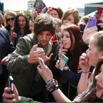 Hundreds of #1D fans descend on Doncaster to see #LouisTomlinson http://t.co/ekKgjQNM8X #DoncasterIsGreat http://t.co/Ye68YY2RJX