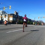First runner by at Ash and 6th. #sunrun almost done! http://t.co/UvCqpx1Rql